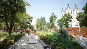 У Запоріжжі продовжують реконструкцію скверу Піонерів: що вже зробили, – ФОТОРЕПОРТАЖ