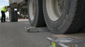 В Запорожской области задержали чиновника Укртрансбезопасности – за взятки закрывал глаза на перегруженные грузовики