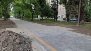 У Запоріжжі на Металургів будують нову пішохідну зону, – ФОТОРЕПОРТАЖ