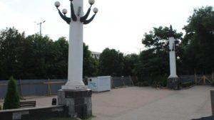 В Запорожье накренились колонны на Аллее Трудовой Славы, – ФОТО