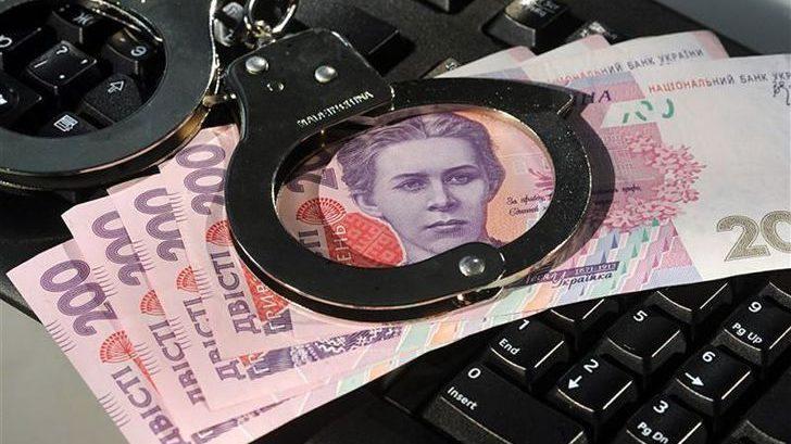 В Запорожской области бухгалтер учебного заведения два года начисляла себе двойную зарплату