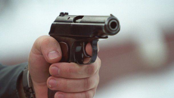 У Запорізькій області «смотрящий» влаштував стрілянину на зупинці і прострілив чоловікові дві ноги, – ФОТО
