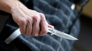 Житель Запорожской области в кафе ударил ножом двоих иностранцев