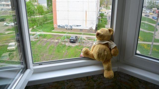 У Запоріжжі трирічний хлопчик впав з третього поверху