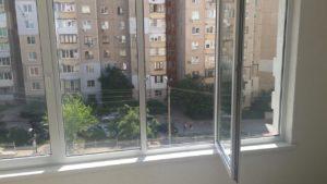 В Запорожье пенсионерка выпала из окна квартиры и разбилась насмерть