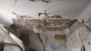 У Запоріжжі на центральній площі почав руйнуватися ще один легендарний будинок, – ФОТО