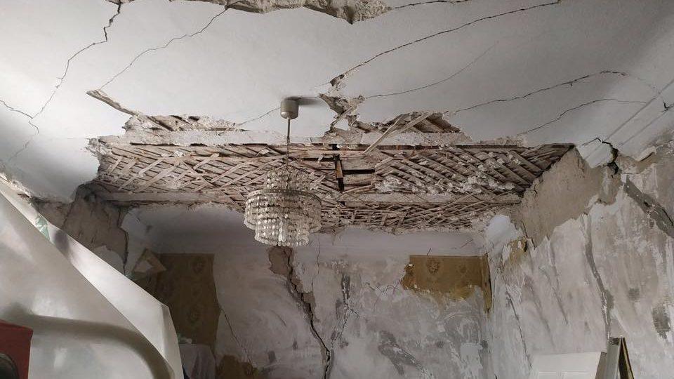 В Запорожье на центральном площади начал разрушаться еще один легендарный дом, – ФОТО