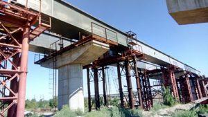 В Запорожье круглосуточно монтируют металлические балки будущего моста с Хортицы на Бабурку, – ФОТОРЕПОРТАЖ