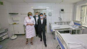 Во время визита в Запорожье президент Зеленский побывал в военном госпитале, – ФОТО