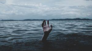 Рятувальники витягнули з Дніпра тіло запоріжця, який зник напередодні