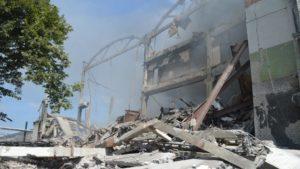 У Чернігові згоріла триповерхова будівля: прогримів вибух, – ФОТО