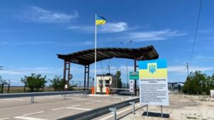 Уряд відновлює роботу КПВВ з Кримом
