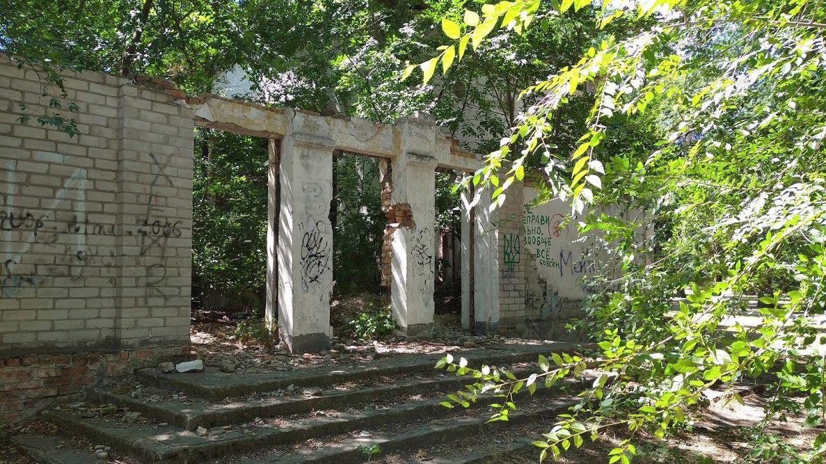 В Запорожье на Правом парк Энергетиков превратился в руины: местные боятся наркоманов и бездомных, – ФОТО