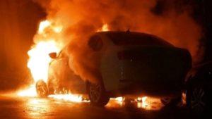 В Хортицькому районі палала автівка: можливий підпал, — ВІДЕО