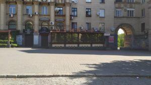Предприниматели демонтировали заготовку для летней площадки, которую пытались установить в центре Запорожья