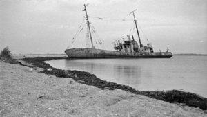 Примари: як виглядає цвинтар кораблів у Бердянську, — ВІДЕО