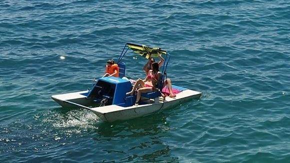 На курорті в Запорізькій області на два кілометри відпочивальників унесло в море