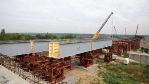 И днем, и ночью: на строительстве запорожских мостов переходят на круглосуточный режим работы, – ФОТО