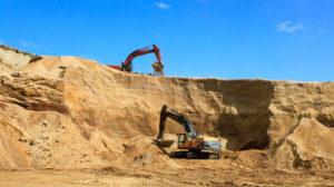 В Запорожской области из карьера пытались незаконно вывезти десятки тонн песка