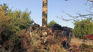 На Запоріжжі автомобіль влетів в електроопору: загинув молодий водій, — ФОТО