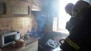 В мелітопольській квартирі палала кухня: приїхало 8 рятувальників, — ФОТО