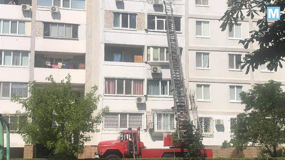 У Запорізькій області дворічний малюк закрився у квартирі: знадобилася допомога рятувальників, – ФОТО