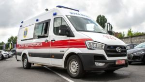В Запорожье на пляже пожилой мужчина упал со скалы и сломал позвоночник