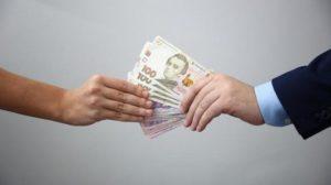 В Запорожье будут судить работницу налоговой службы, которую поймали на взятке