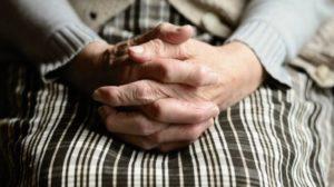 В Запорожской области пенсионерка отдала мошеннику 100 тысяч гривен