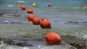 В Кирилловке отдыхающих, которые не могли самостоятельно добраться до берега, вытаскивали спасатели