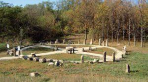 На Хортице вандалы сломали каменный памятник, - ФОТОФАКТ