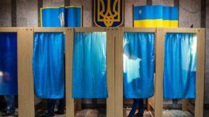 Правоохоронці викрили координатора, який пропонував гроші за зміну виборчої адреси