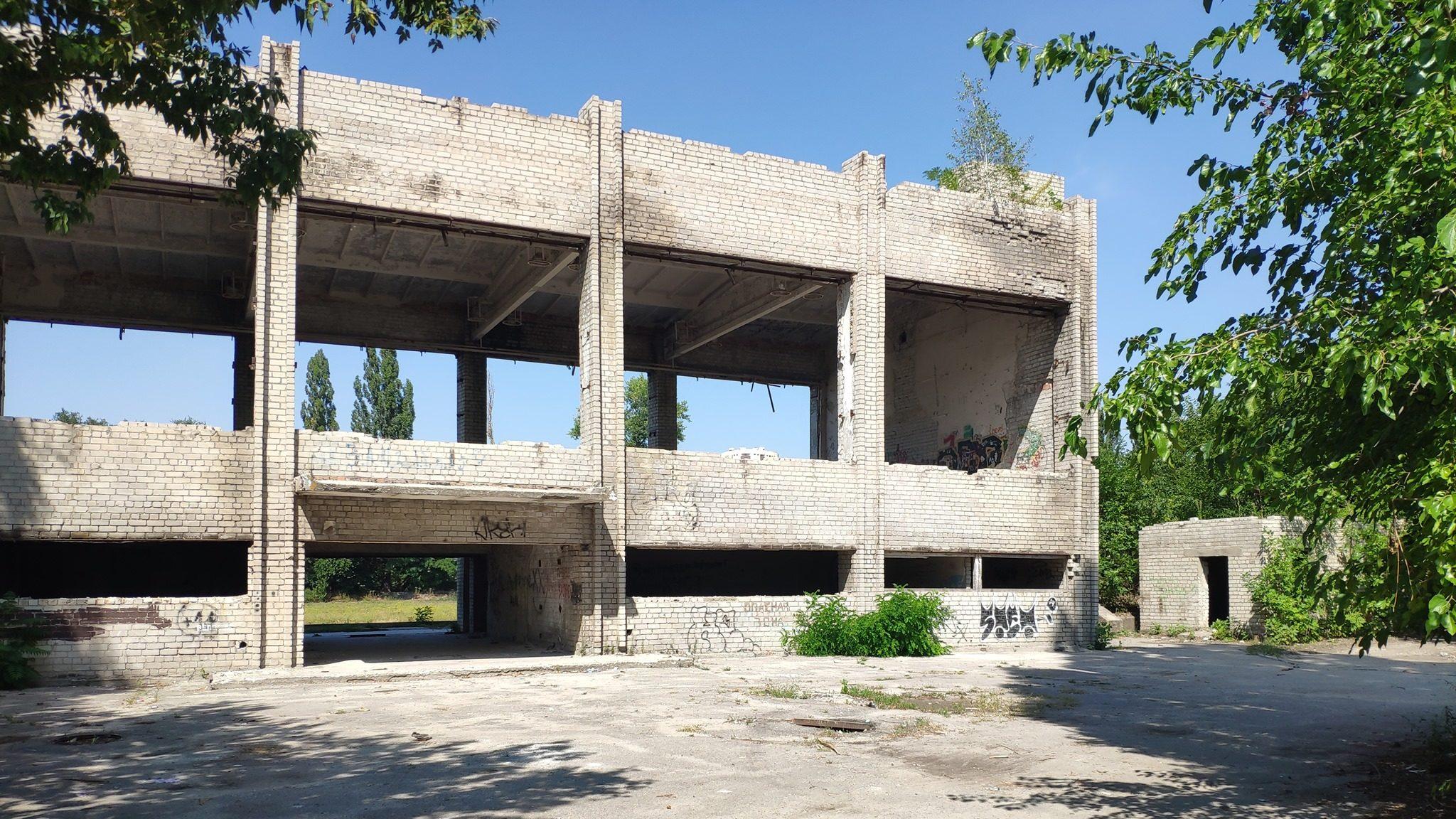 Руины спортивной славы: как сейчас выглядит заброшенный стадион «Авангард» в Запорожье на Правом, – ФОТОРЕПОРТАЖ