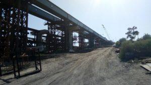 У Запоріжжі завершили монтаж металевої основи моста з Хортиці на Бабурку: почалися бетонні роботи, – ФОТО