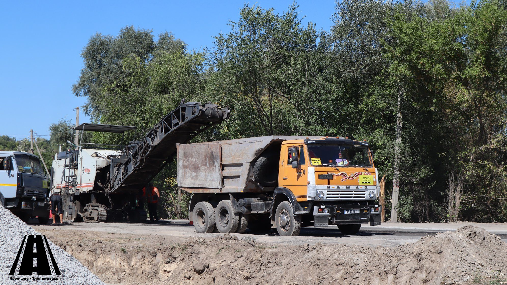 В Запорожском районе 2 километра разбитой дороги капитально ремонтируют за 50 миллионов гривен, – ФОТОРЕПОРТАЖ