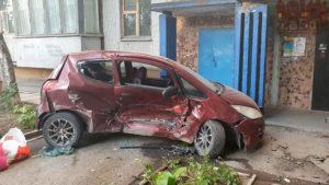 В Запорожье пьяный водитель устроил серьезное ДТП во дворе многоэтажки, – ФОТО