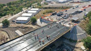 В Запорожье активно продолжается строительство мостов через Днепр: работают более 500 строителей, – ФОТОРЕПОРТАЖ
