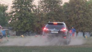 На полі, на якому діти грали в футбол, дрифтував Lexus, — ВІДЕО
