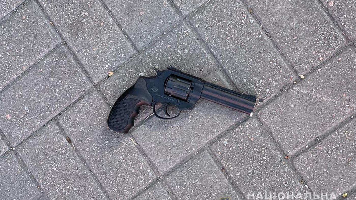 У Запоріжжі поліцейський знешкодив в автобусі озброєного хулігана, – ФОТО