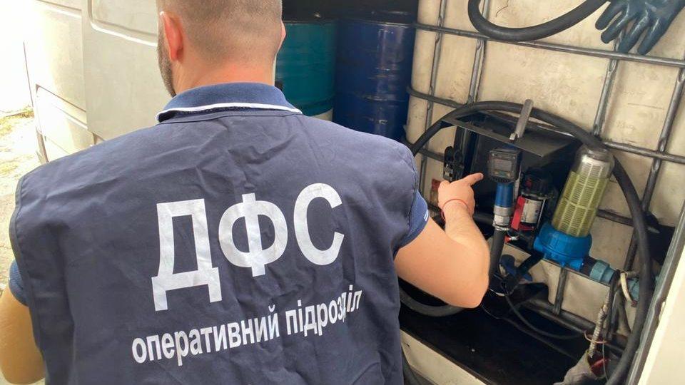 У Запорізькій області виявили нелегальну пересувну АЗС, – ФОТО