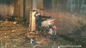 У Запорізькій області п'яна жінка на мопеді врізалася у стовп: її дитина у важкому стані, – ФОТО