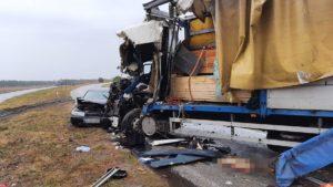 У запорізькій області водій фури виїхав на зустрічну і протаранив іншу вантажівку, – ФОТО