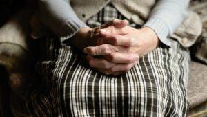 В Запорожье пенсионерка отдала мошеннику 33 тысяч гривен