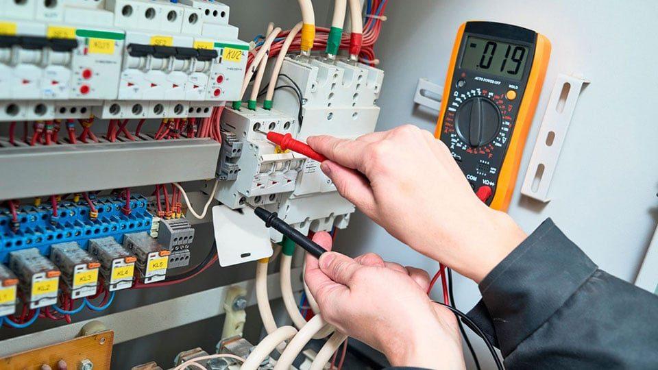 У Запорізькій області двоє електриків отримали важкі травми: їх начальника судитимуть