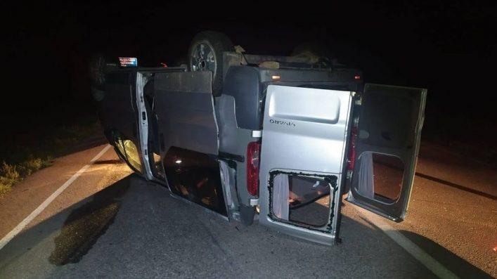 На запорожской трассе в ДТП перевернулся микроавтобус: пострадали четверо людей