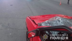У центрі Запоріжжя водій під кайфом збив пішохода, який перебігав дорогу на червоне світло, – ФОТО