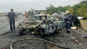 На трассе Харьков-Симферополь произошла страшная авария: один водитель погиб, один пассажир пострадал