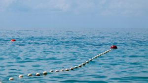 З Азовського моря врятували трьох людей