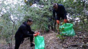 С острова Хортица вывезли 40 мешков мусора