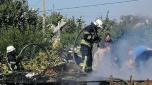 В Запорожском районе в доме почти четыре часа бушевал пожар, - ФОТО